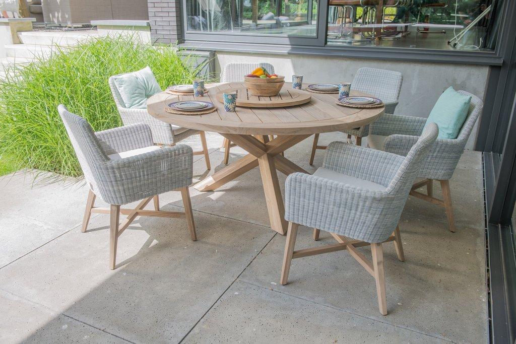 Handrich bauzentrum gartenm bel for Table et chaise en rotin pour veranda